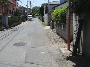 東町公園と鎌倉橋中間の鎌倉街道標柱から振返る