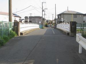 上尾市の鎌倉街道の鎌倉橋-北から南