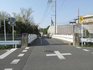 上尾市の鎌倉街道の鎌倉橋-南から北