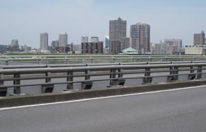 新荒川大橋から川口駅方面を望む